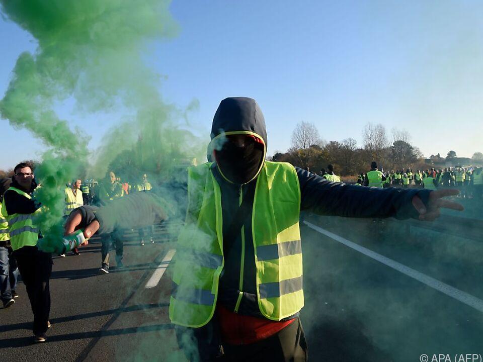 Massive Proteste gegen Spritpreiserhöhungen in Frankreich