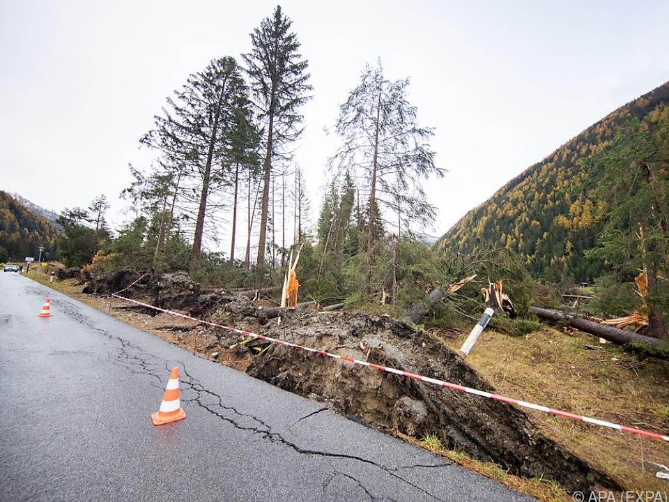 Mit den Finanzmitteln sollen Straßen wieder repariert werden