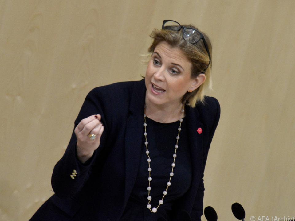NEOS sehen Reputation Österreichs gefährdet