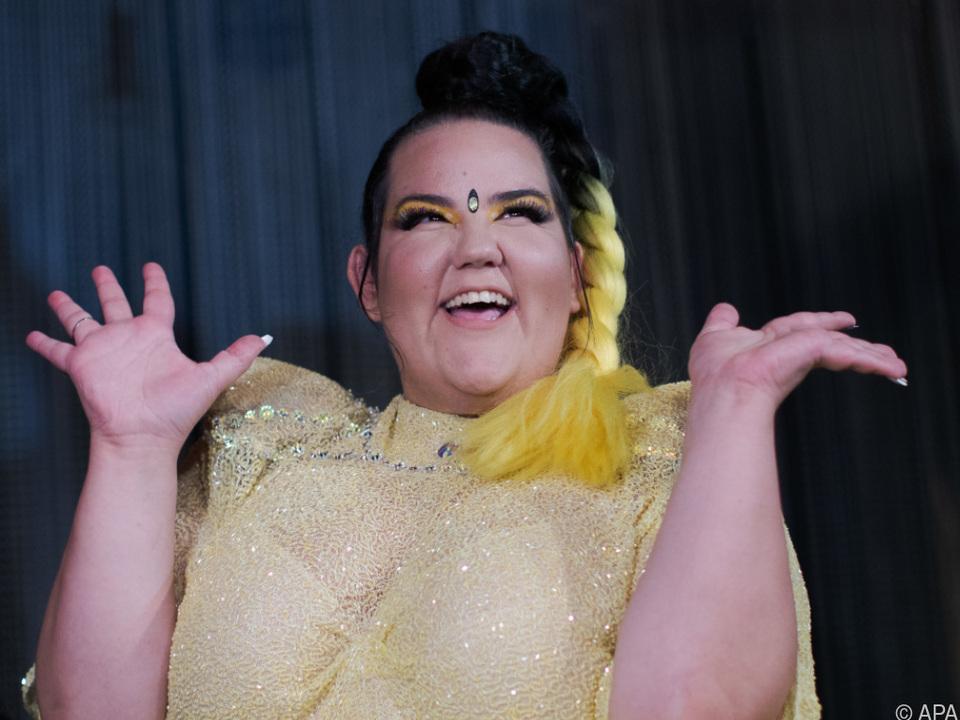 Netta gab ein 45-minütiges Konzert in der Grellen Forelle in Wien