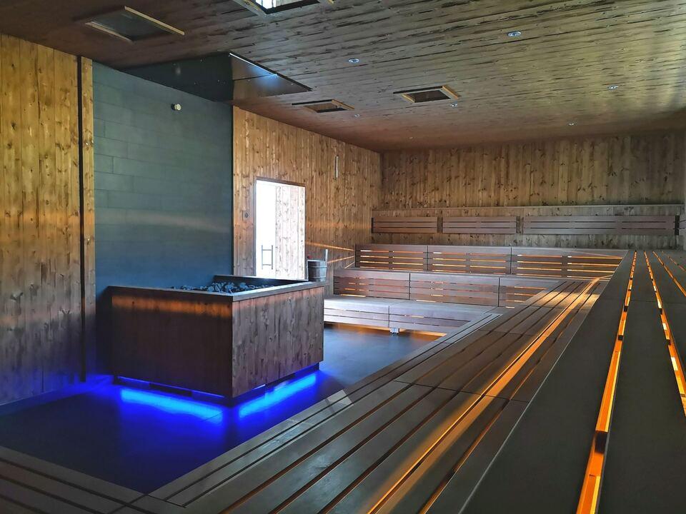 Neue Finnische Aussensauna_nuova sauna finlandese esterna