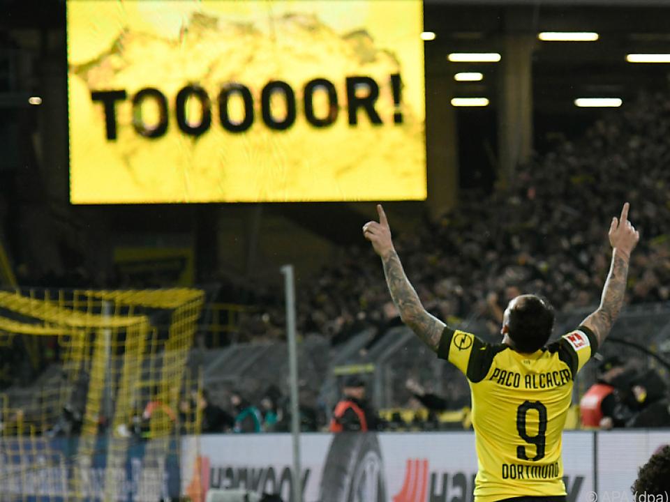 Paco Alcacer feiert sein Tor zum 3:2-Endstand des BVB gegen Bayern