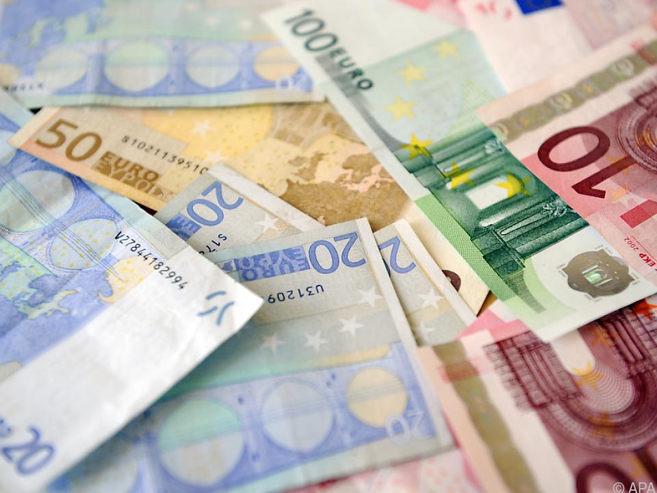 Rund 300 Euro gab der Bursche an Bettler weiter