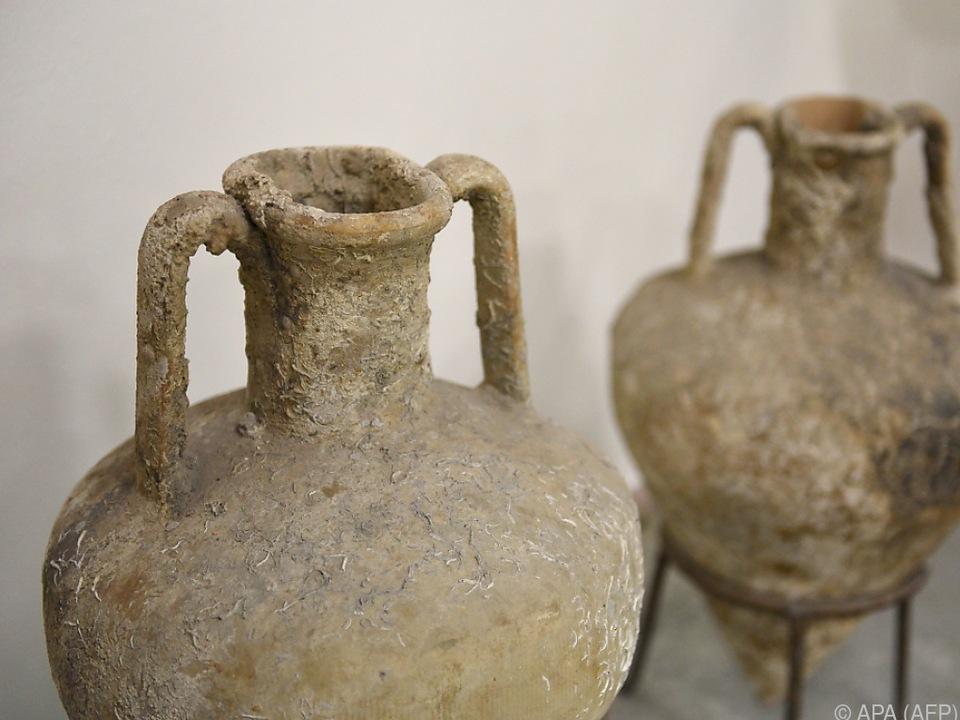 Amphoren aus der Römerzeit im Archäologie-Museum in Tirana