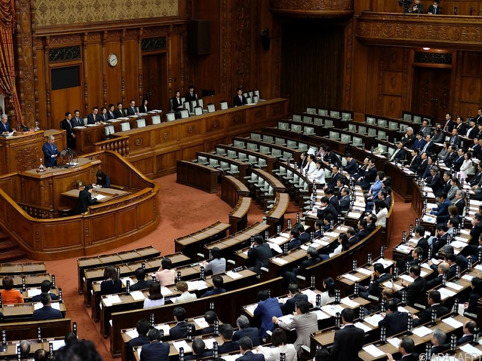Japans Parlament beschließt Öffnung für mehr Arbeitsmigranten - Politik