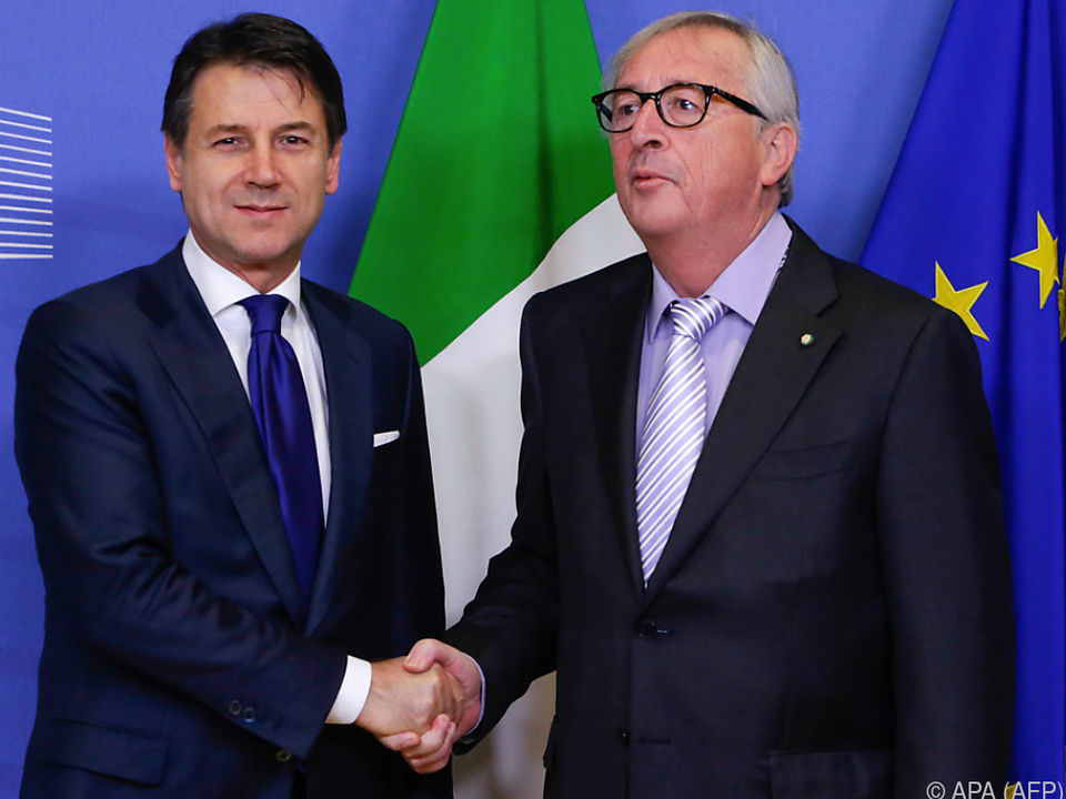 Conte gab Juncker nach