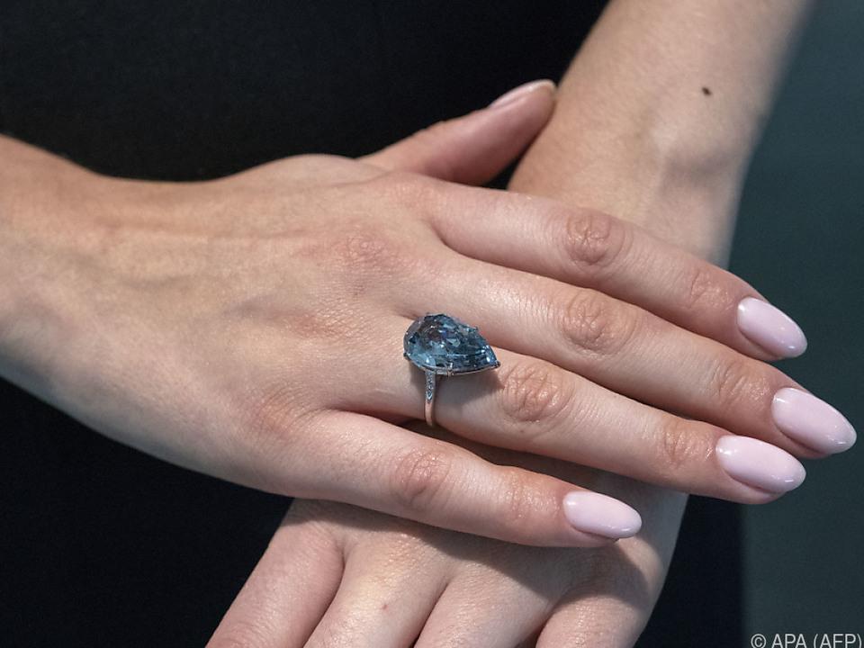 Der Diamant-Ring wurde versteigert