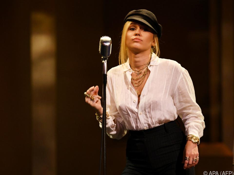 Die Sängerin wünscht sich Lohngleichheit statt Pelz und Schmuck