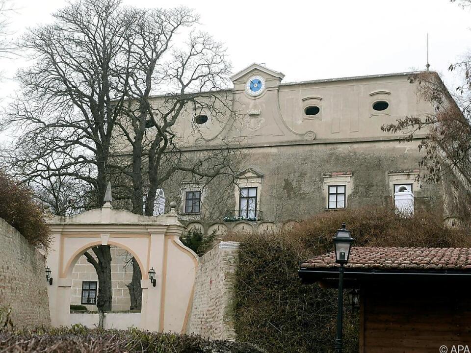 Drei Tote in Anwesen im Weinviertel: Verdächtiger hat \