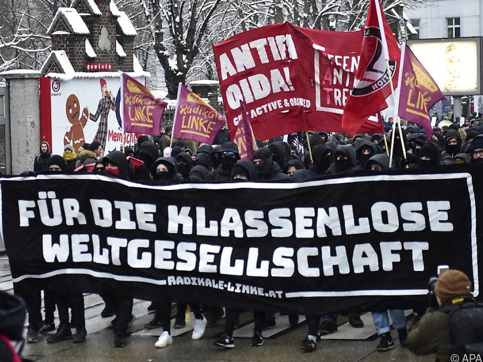 Einige tausend Menschen demonstrierten gegen die ÖVP/FPÖ-Politik