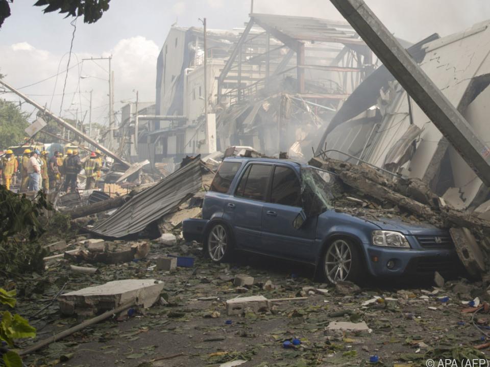 Explosion in Plastikfabrik von Santo Domingo