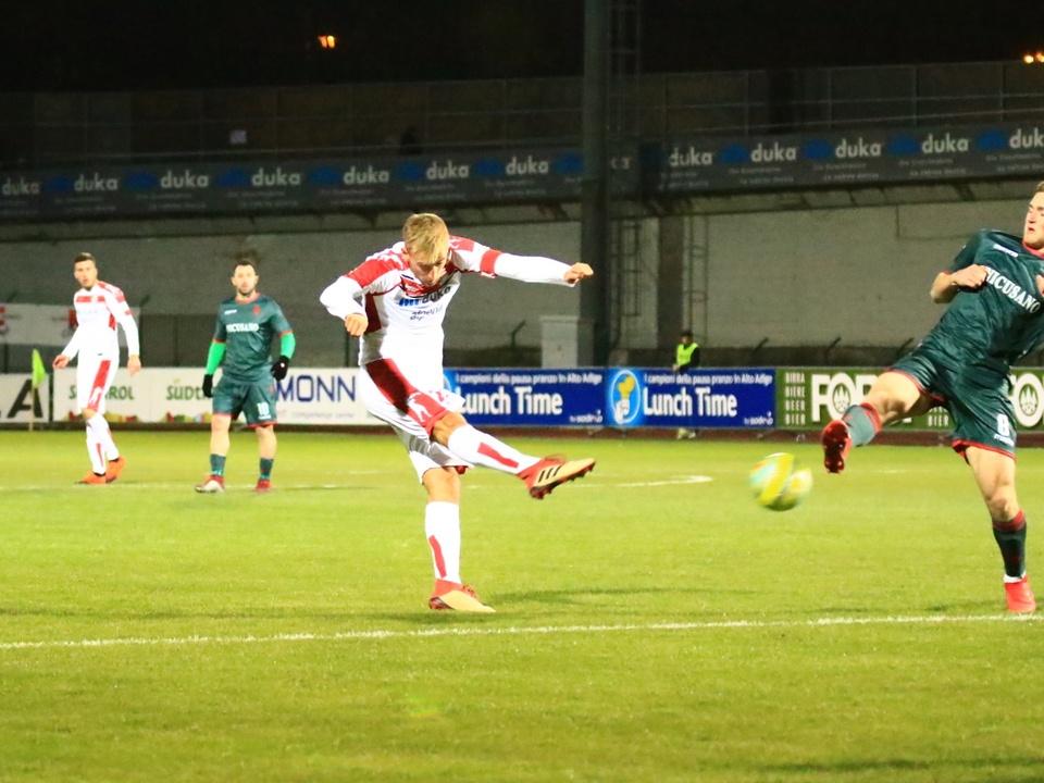 Fabian Tait calcia il pallone dell\'1-0 (1)