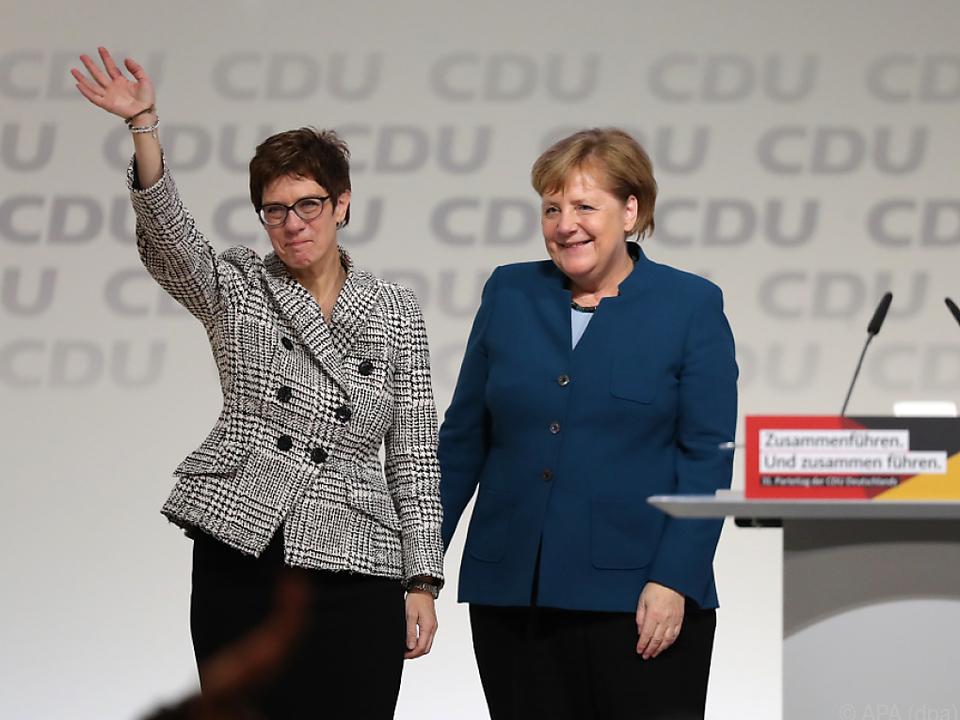 Kramp-Karrenbauer löst Merkel ab