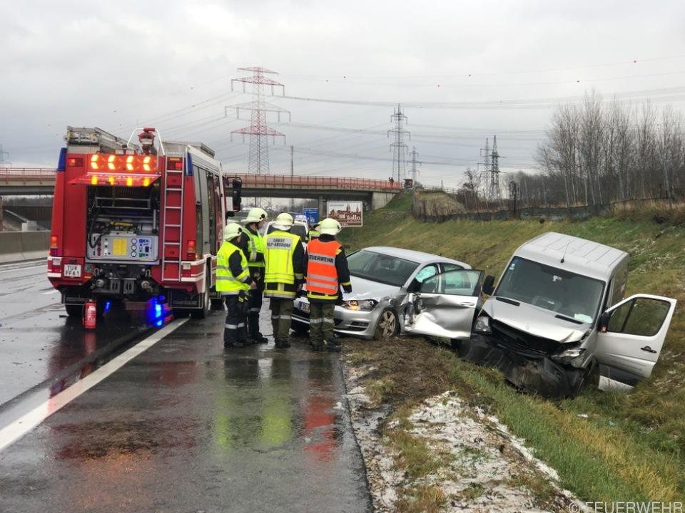 Mehrere Lkw und Pkw kollidierten auf der S5 in Fahrtrichtung Wien