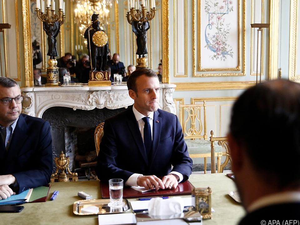 Präsident Emmanuel Macron schwer unter Druck