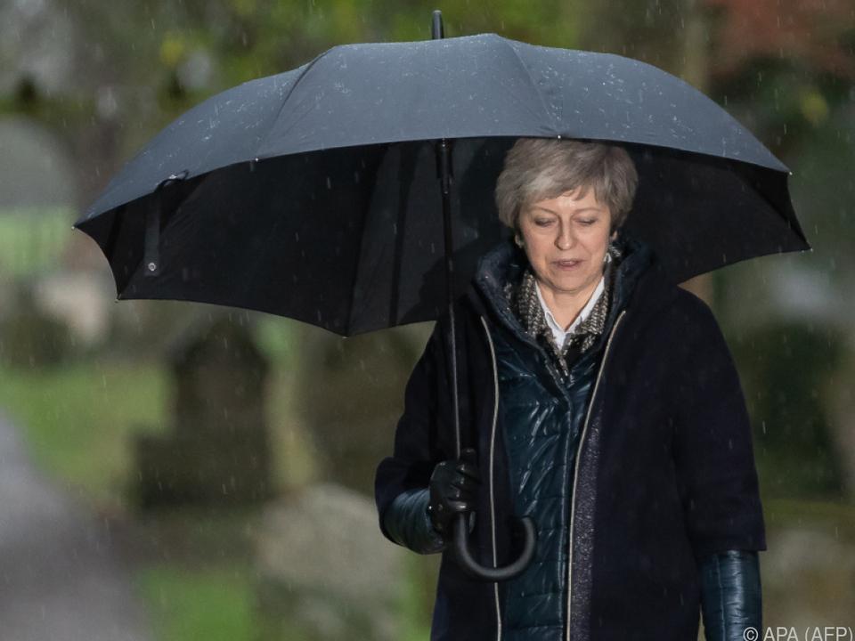 Premierministerin May zieht die Notbremse