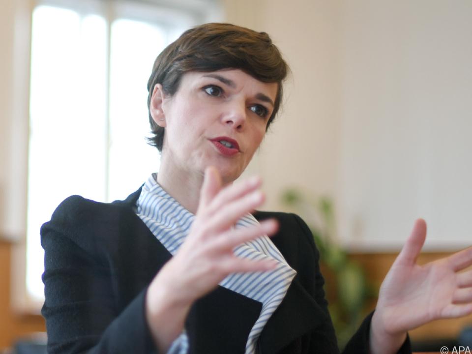 Rendi-Wagner übt Kritik an der türkis-blauen Regierung
