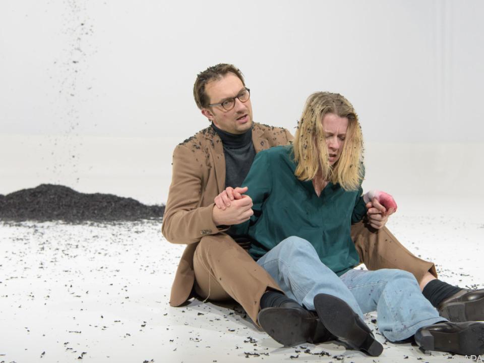 Steven Scharf und Caroline Peters im Rahmen einer Probe