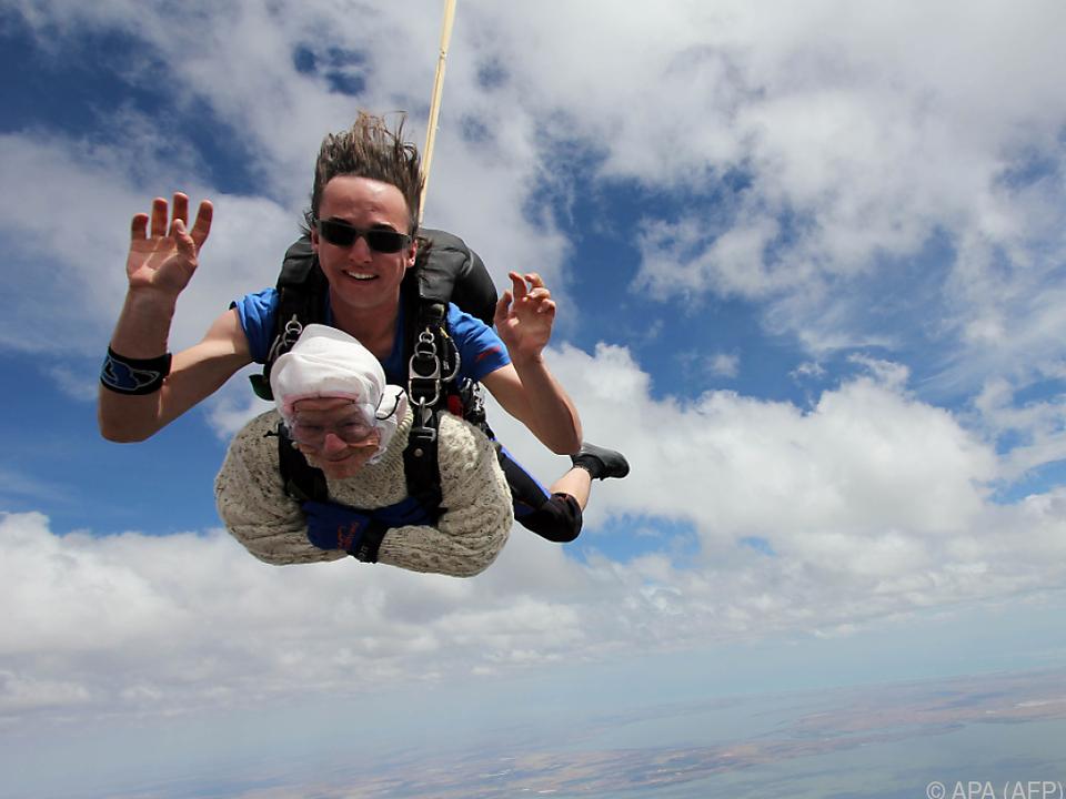 Tandemsprung aus mehr als 4.000 Metern Höhe