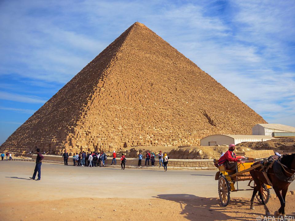 Weltbekannte Cheops-Pyramide in Gizeh