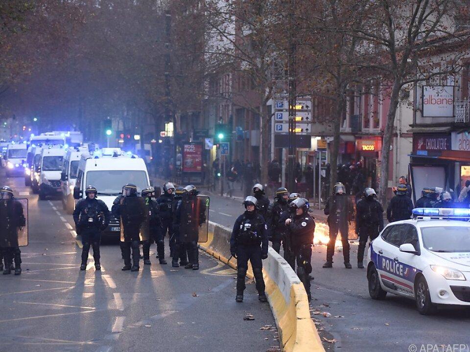 Zuvor kam es zu Straßenschlachten zwischen Demonstranten und Polizei