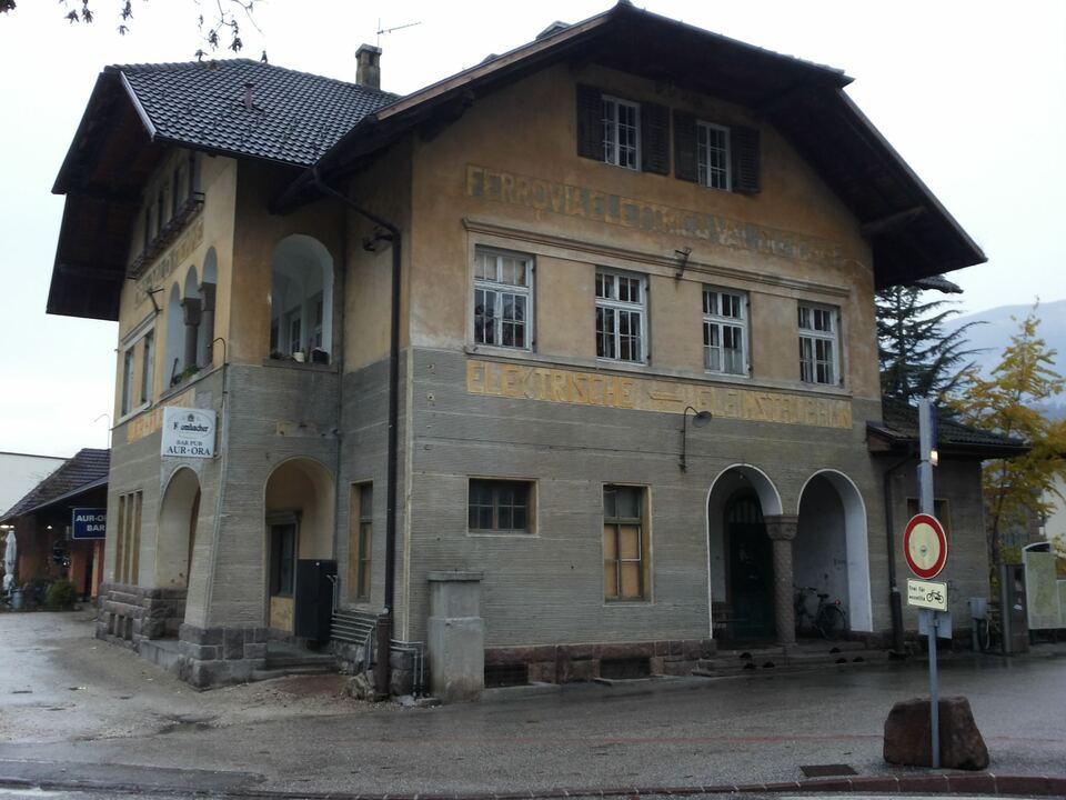 1019384_ex-Fleimstalbahn_Bahnhof_Auer
