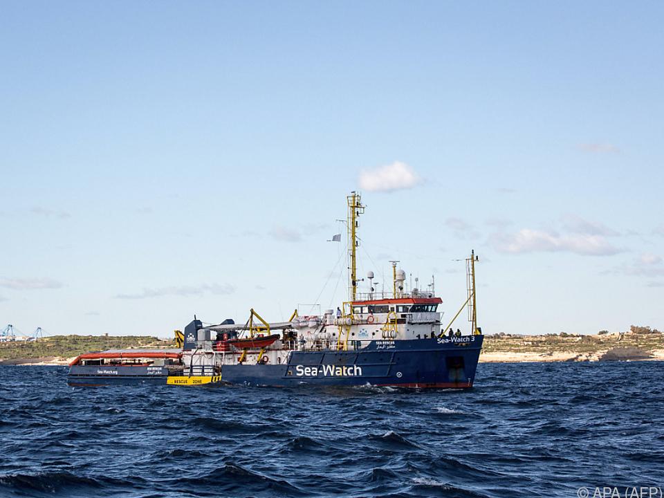 Auf dem Bild sieht man das Schiff von einer Hilfs-Organisation