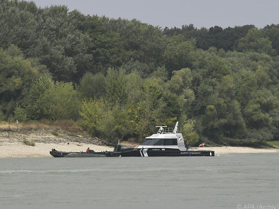 Auf der Donau bei Hainburg kenterte ein Pionierboot
