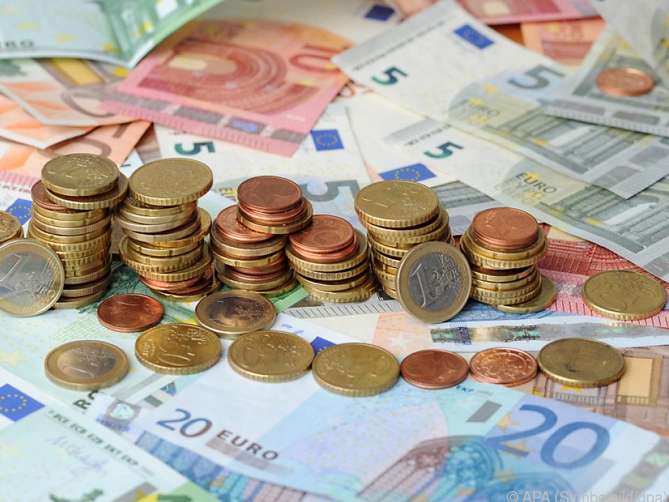 Bei Steuersenkungen üben sich Regierungen gerne in Superlativen sym geld