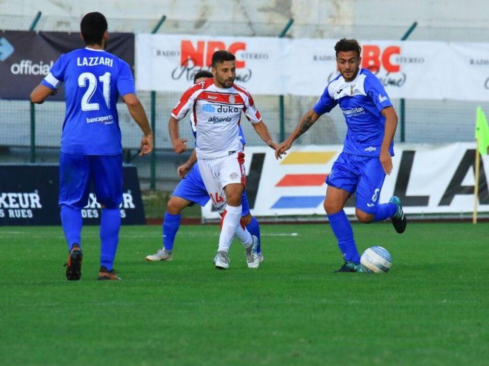 Berardocco in azione nella gara d\'andata (FCS - Fano 0-0)