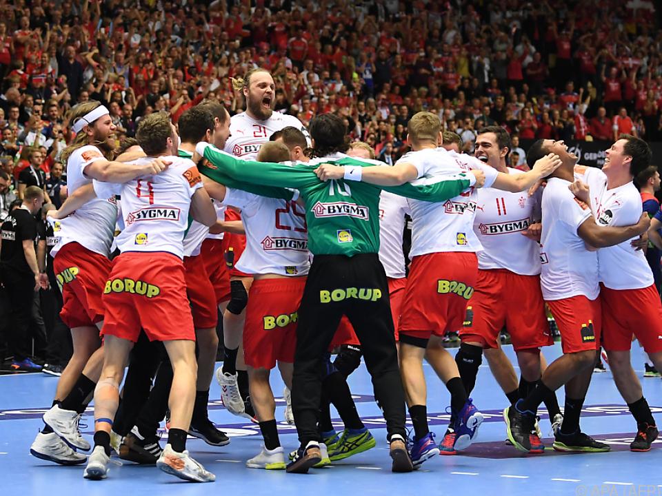 Dänemarks Spieler jubeln nach dem 31:22-Finalsieg gegen Norwegen