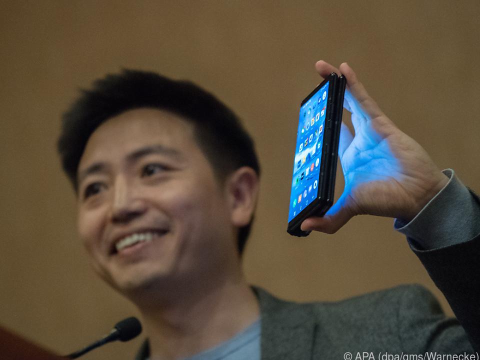 Royole-CEO Bill Liu ist stolz auf den Smartphone-Tablet-Hybrid Flexpai