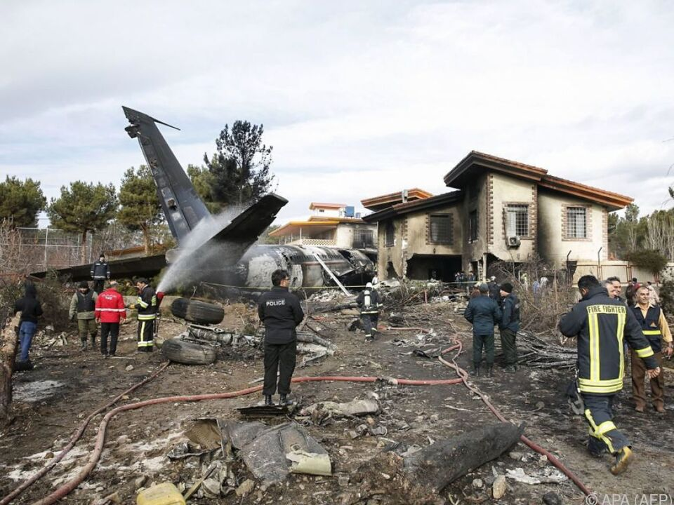 Das Flugzeug schlitterte in eine Wohnsiedlung