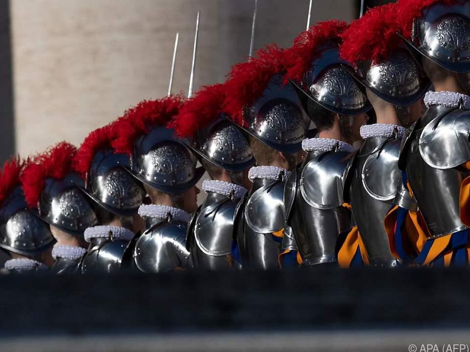 Die Helme besitzen innen eine individuell einstellbare Lederpolsterung