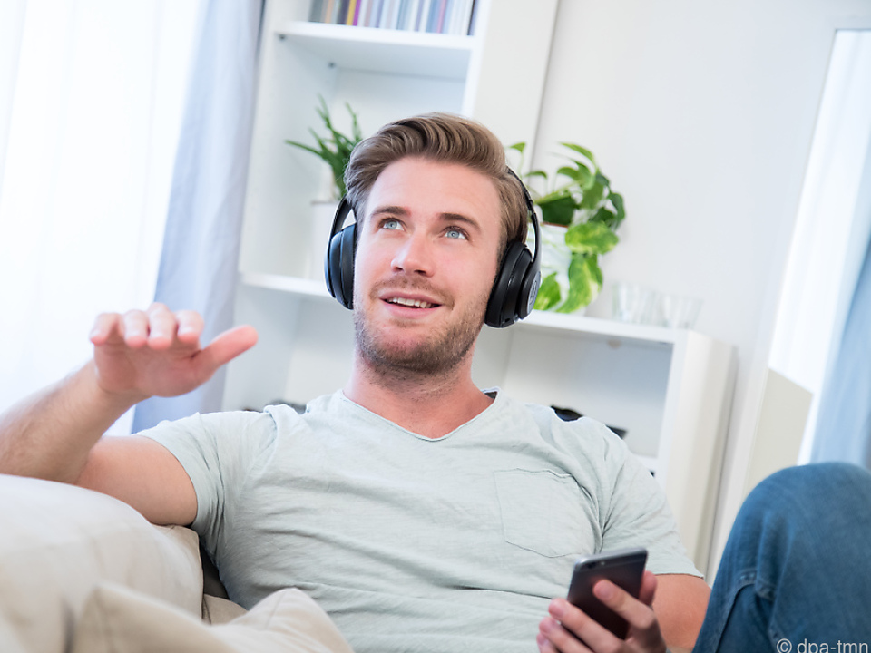Over-Ear-Kopfhörer bedecken die gesamte Ohrmuschel