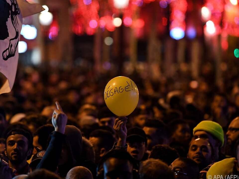 Die Pariser Regierung legt sich mit den Gelbwesten an
