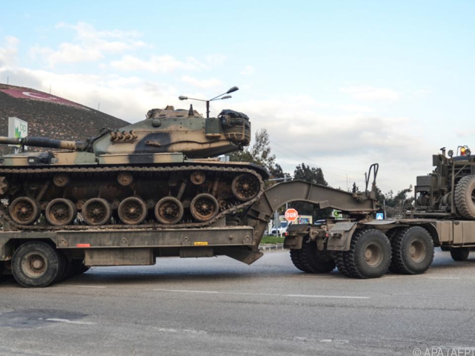 Die Türkei zog zahlreiche Truppen an der Grenze zusammen