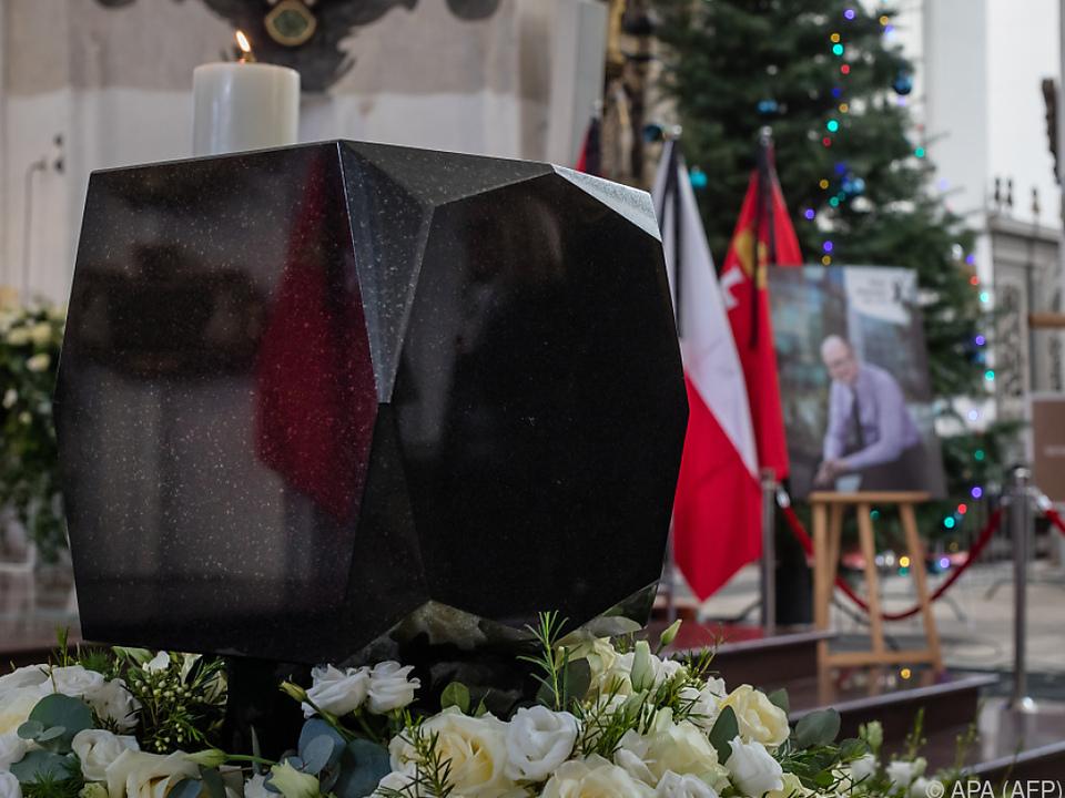 Die Urne von Adamowicz