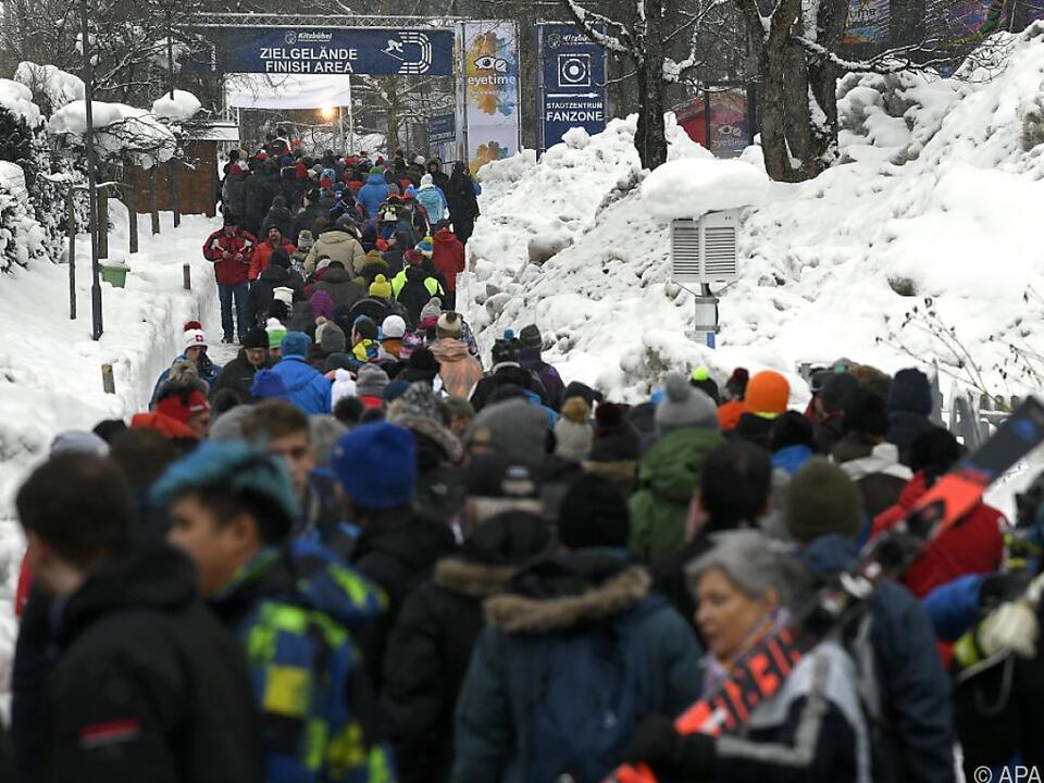 Fans auf dem Weg zum Zielgelände