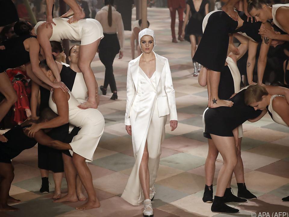 Haute-Couture-Show von Dior als Zirkusparade