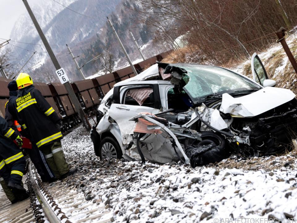 Lenker bei Unfall schwer verletzt geborgen