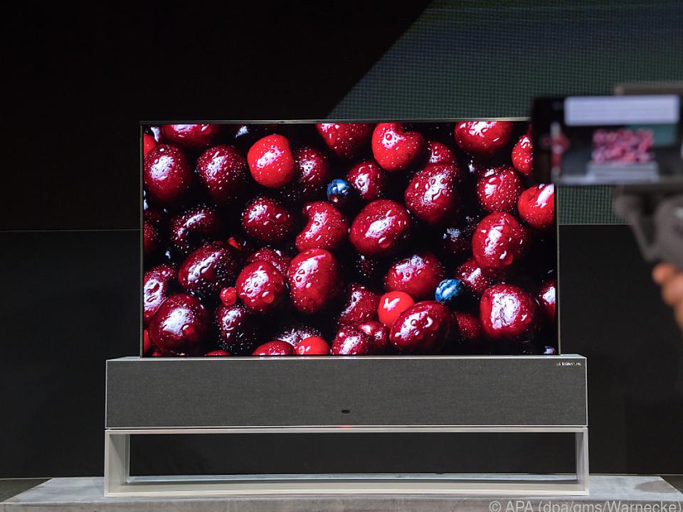 LGs Signature OLED TV R kann seinen Schirm einfach einrollen