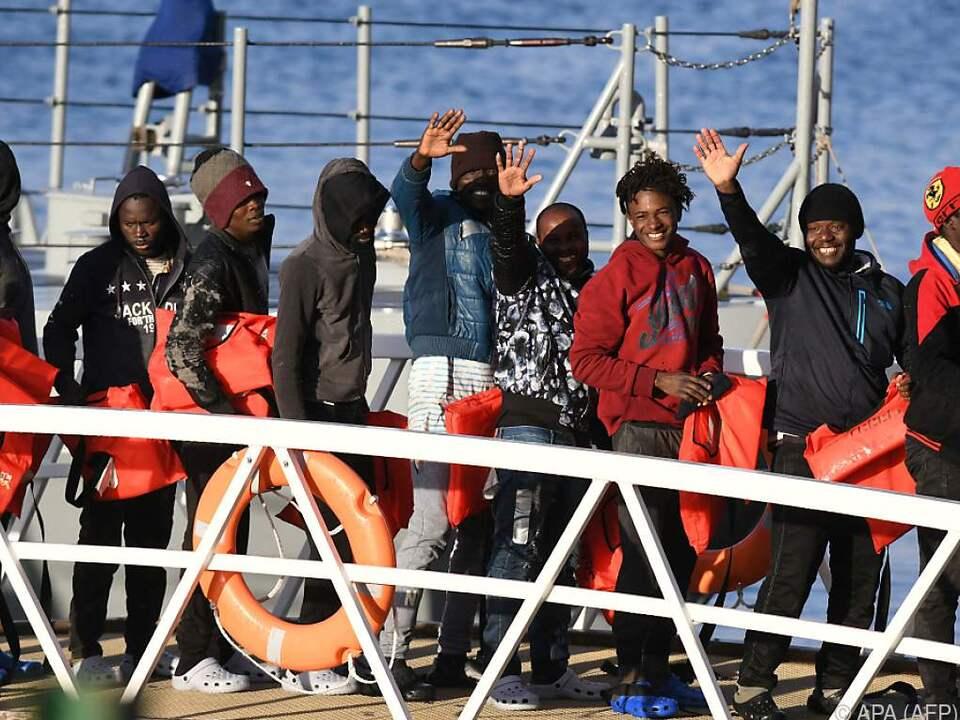 Migranten auf Rettungsschiff vor Maltas Küste