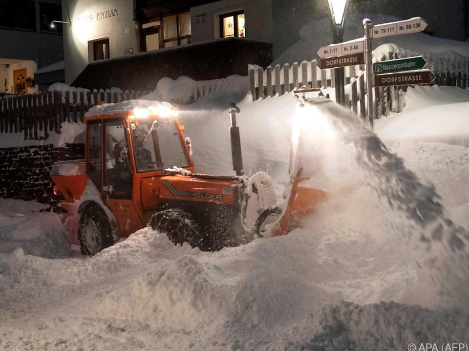 Schneeräumarbeiten in St. Anton am Arlberg