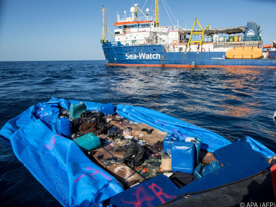 Sea Watch rettete 47 Migranten von einem aufblasbaren Boot
