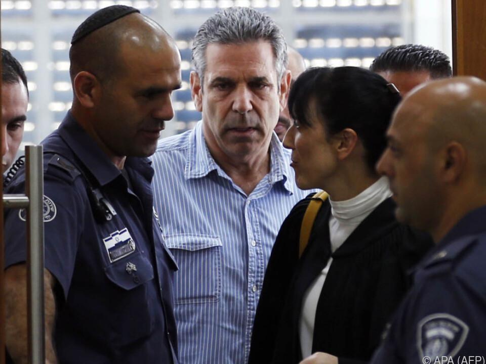 Segev (m.) soll den Iran über Israels Energiemarkt informiert haben