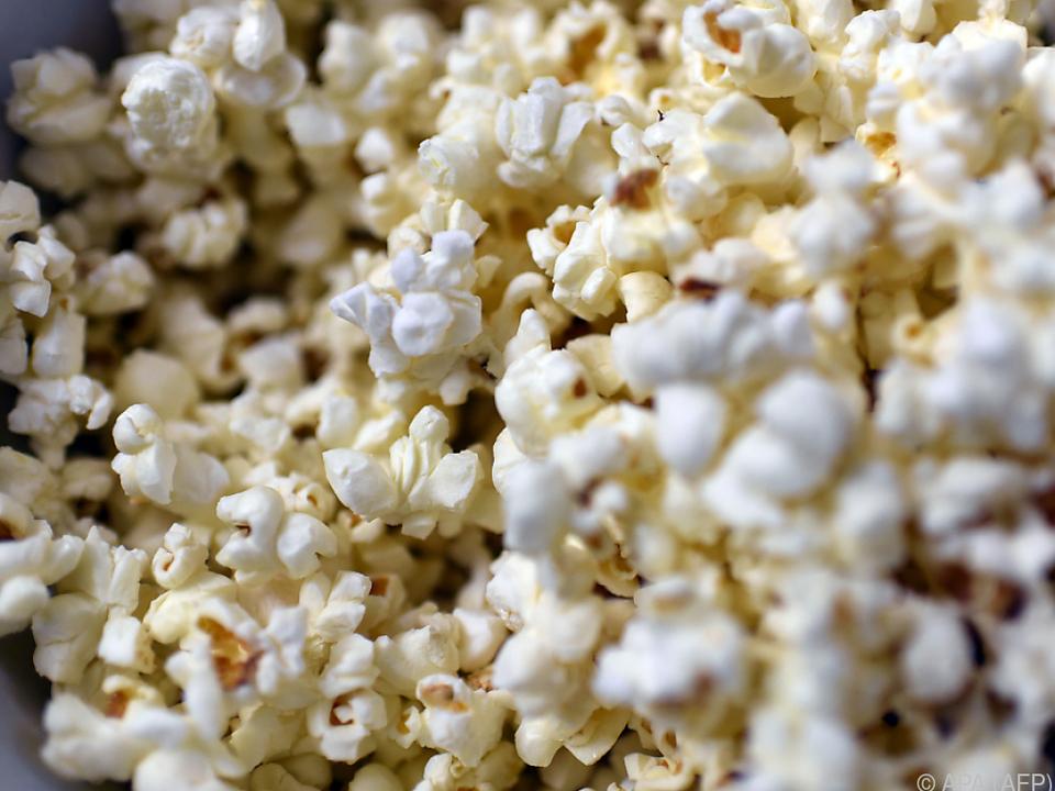 Snacks dürfen im Kino nicht fehlen popcorn