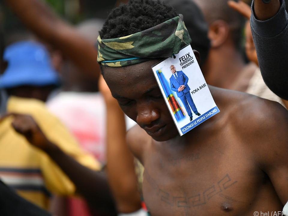 Unterstützer des umstrittenen Wahlsiegers vor dem Verfassungsgerichtshof
