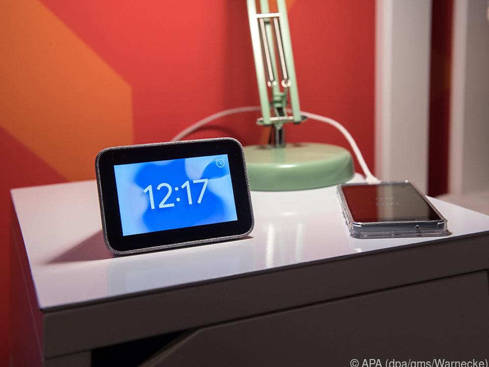 In der Smart Clock ist keine Kamera eingebaut