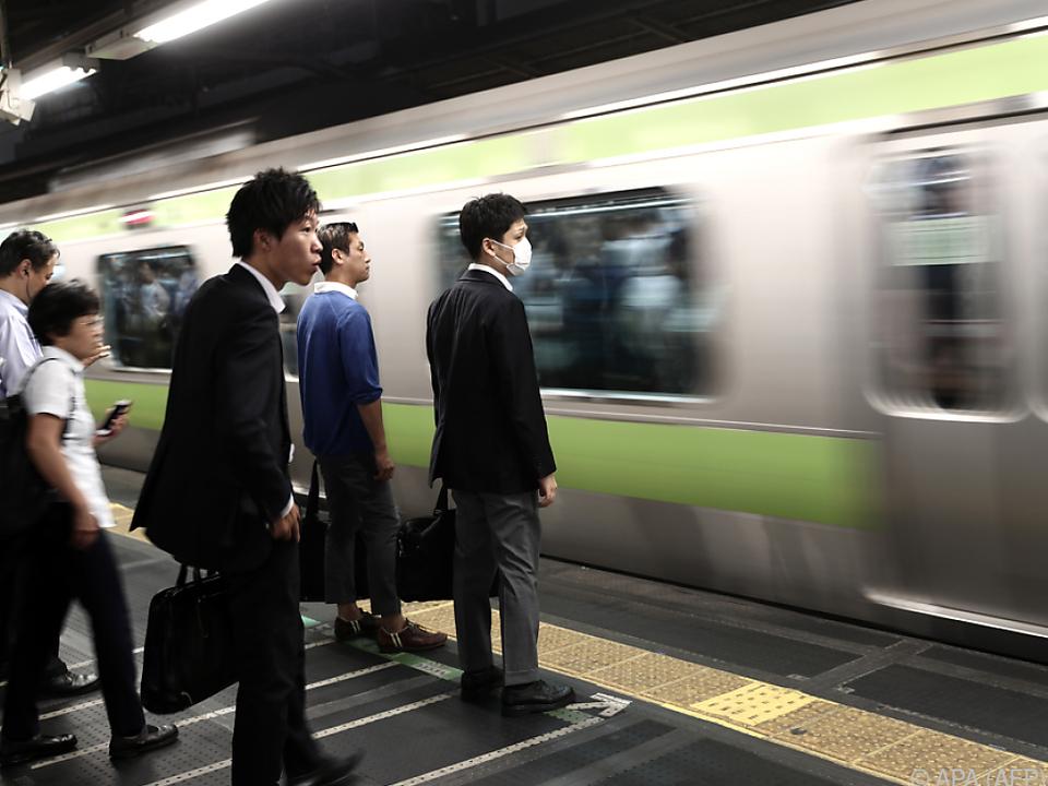 Wer früher fährt, bekommt Snacks geschenkt tokio japan ubahn